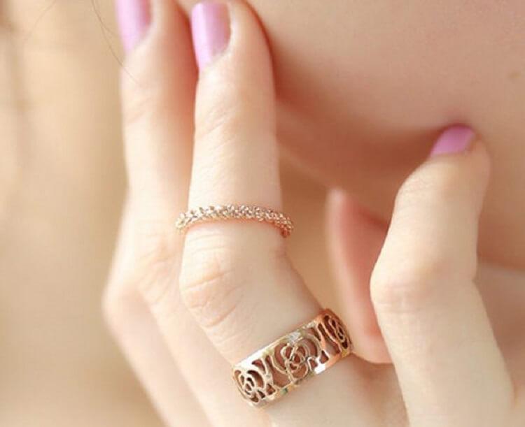 Золотые кольца давно стали неотъемлемым украшением у многих мужчин и  женщин. Сейчас редко встретишь девушку, которая не носит этот вид украшений. 97d2b50bda2